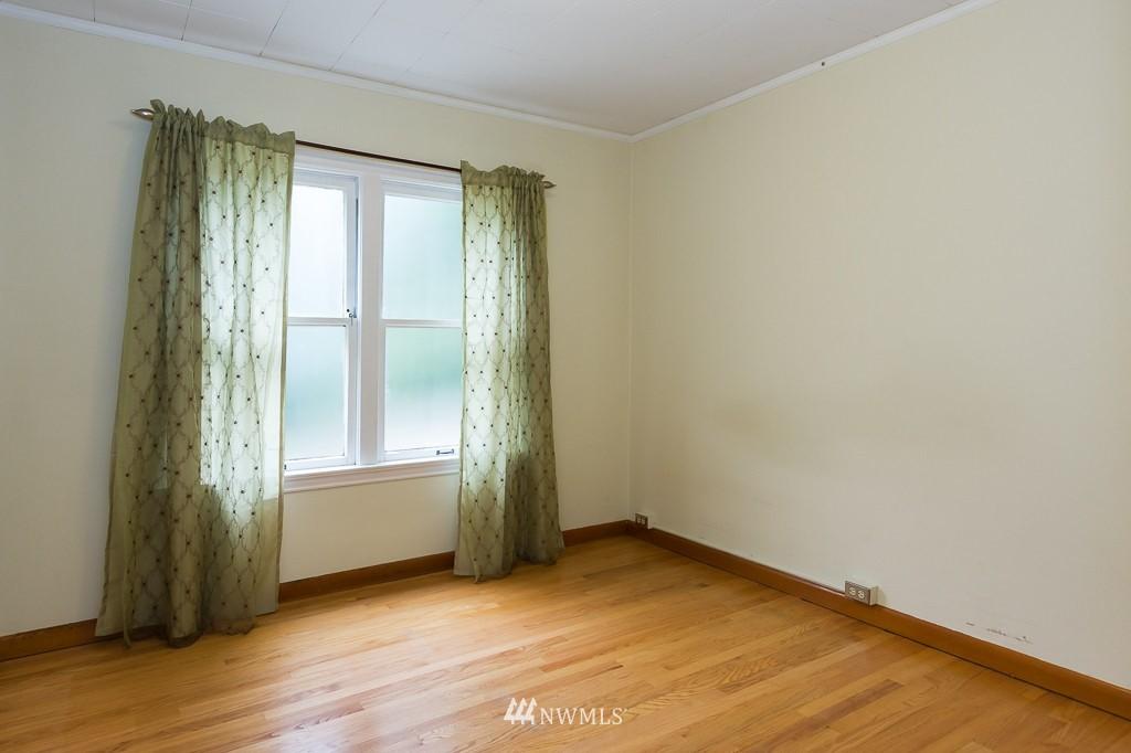 Sold Property | 1623 Taylor Avenue N #102 Seattle, WA 98109 8