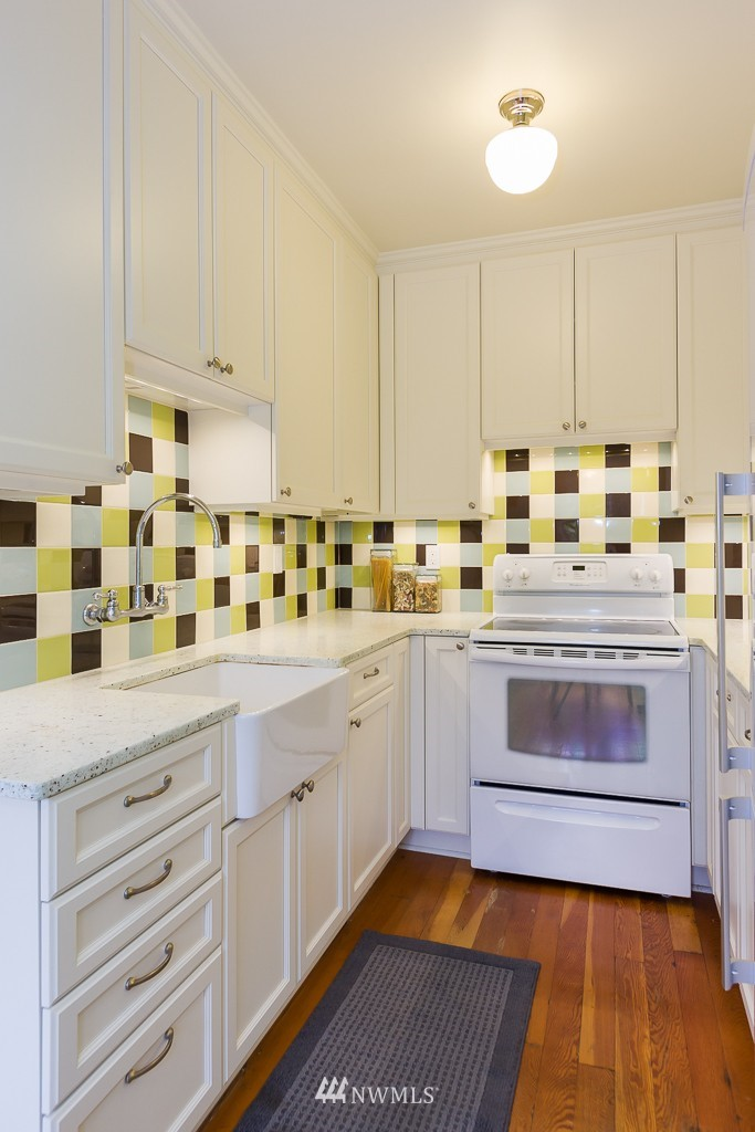 Sold Property | 1623 Taylor Avenue N #102 Seattle, WA 98109 3