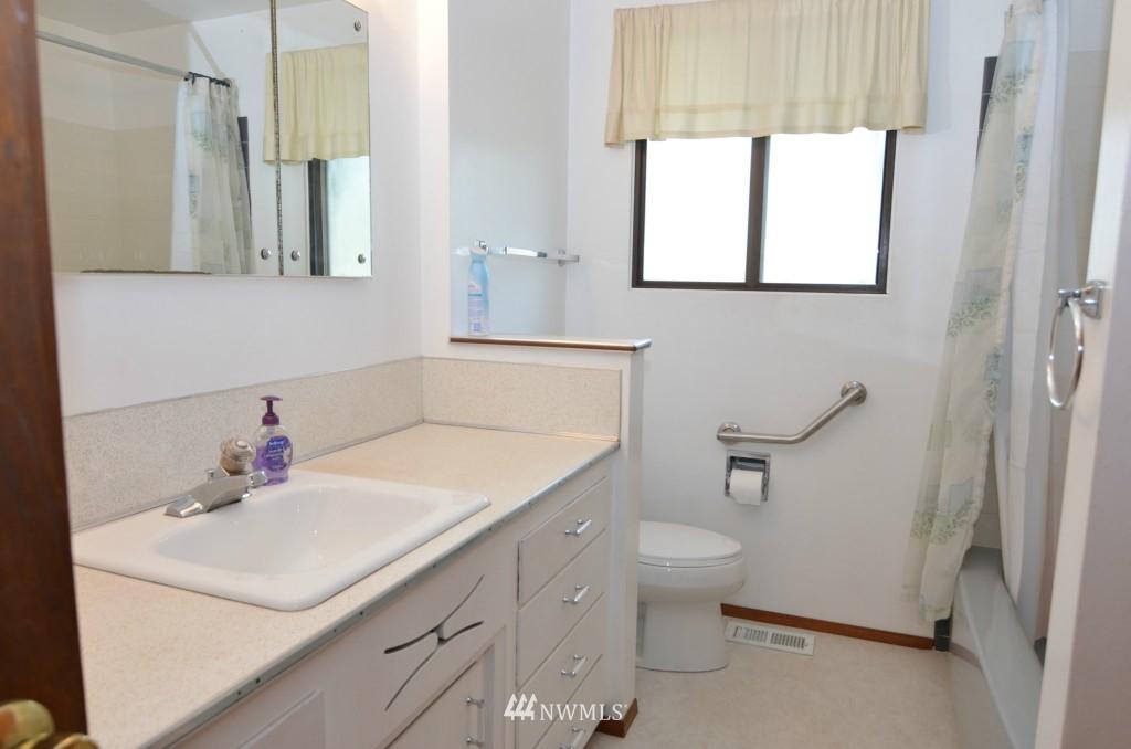Sold Property | 14001 20th Avenue NE Seattle, WA 98125 9