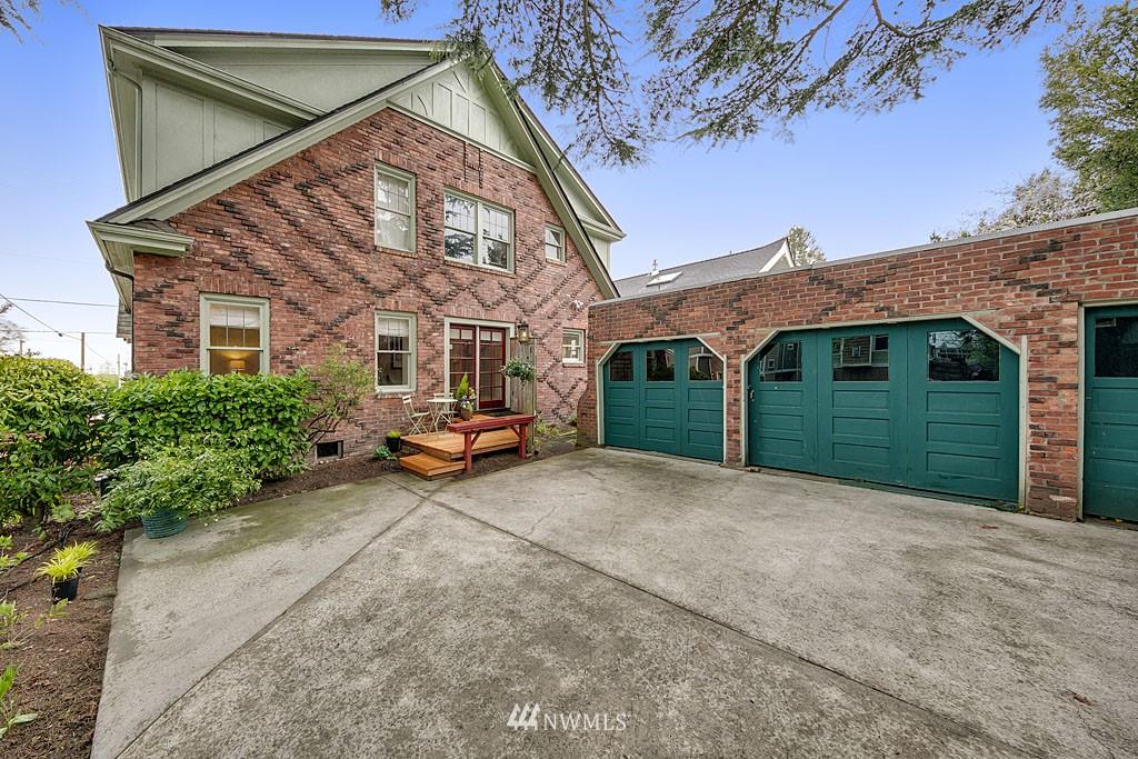 Sold Property | 4903 Linden Avenue N #1 Seattle, WA 98103 11