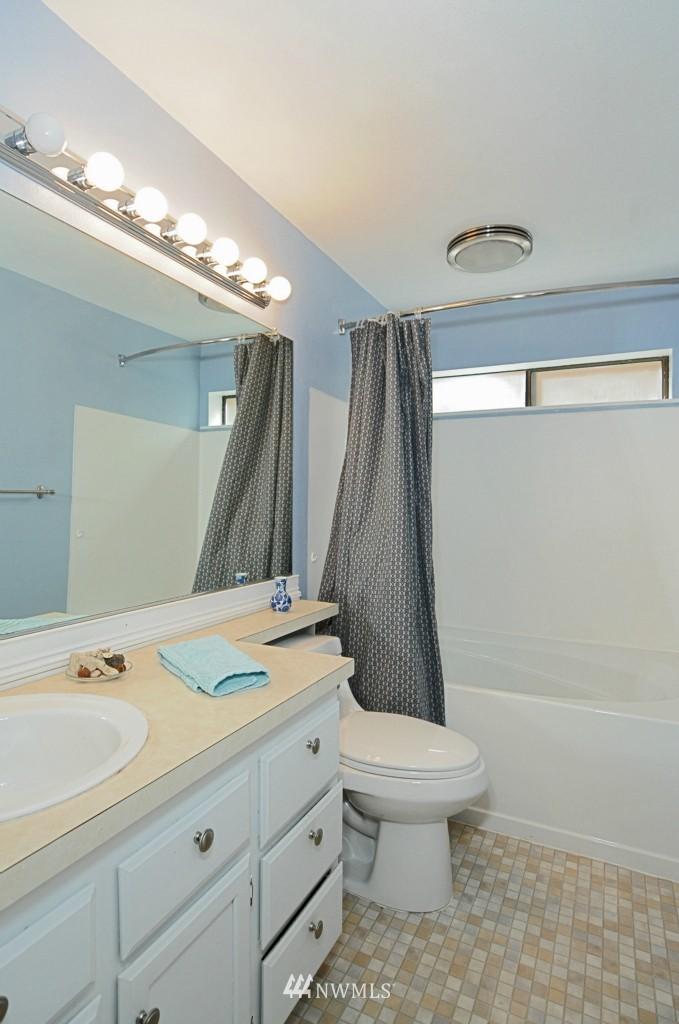 Sold Property   10545 Meridian Avenue N #2-105 Seattle, WA 98133 16