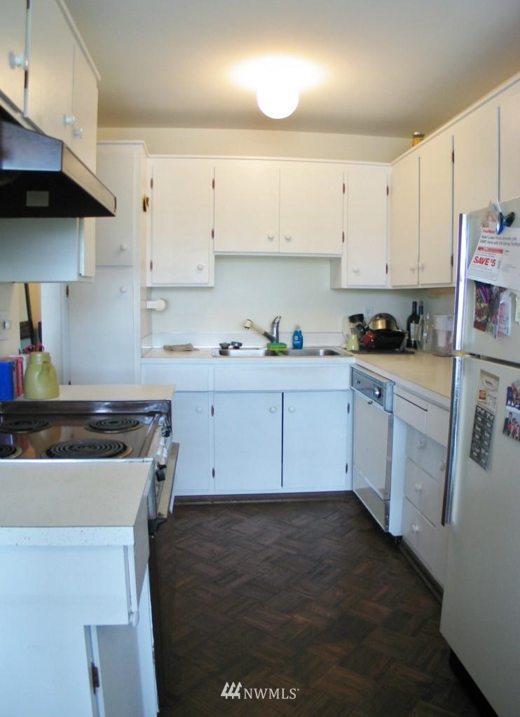 Sold Property | 1017 W Nickerson #24 Seattle, WA 98119 2