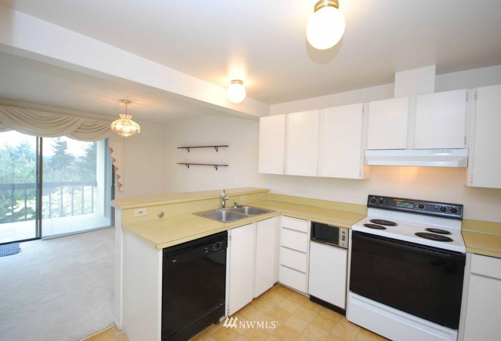 Sold Property | 17924 23rd Lane NE #G-201 Shoreline, WA 98155 2