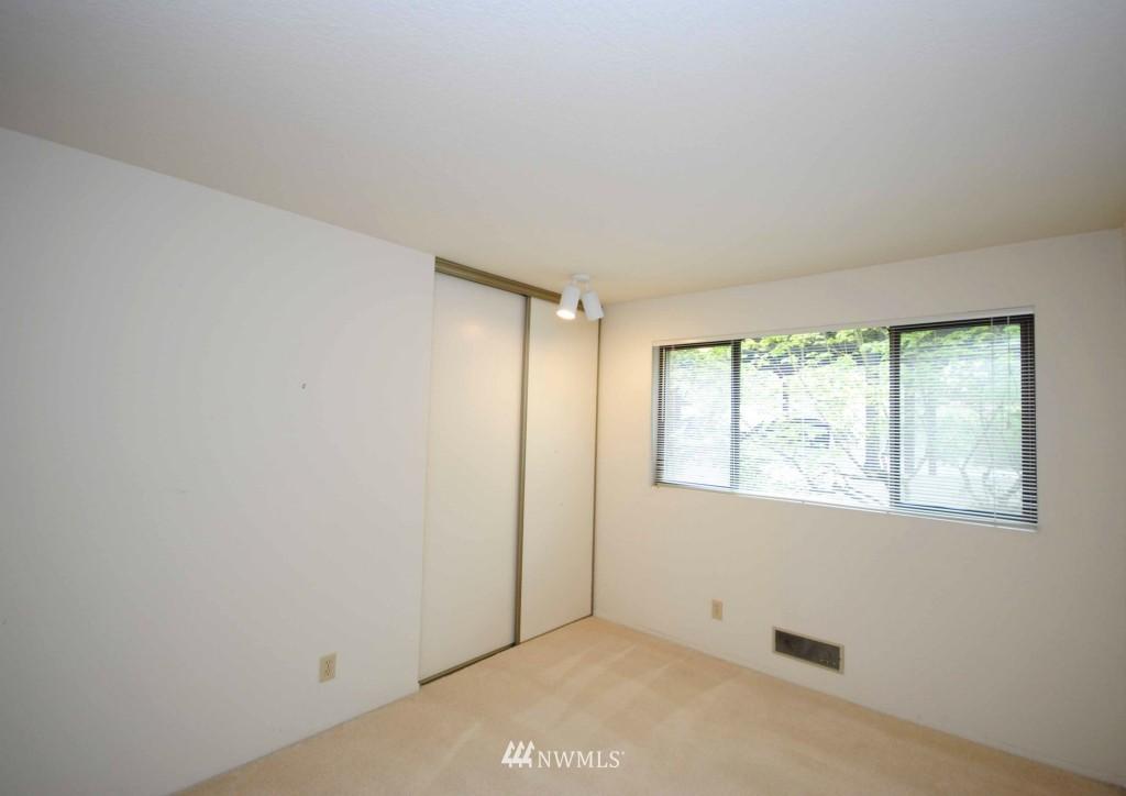 Sold Property | 17924 23rd Lane NE #G-201 Shoreline, WA 98155 4