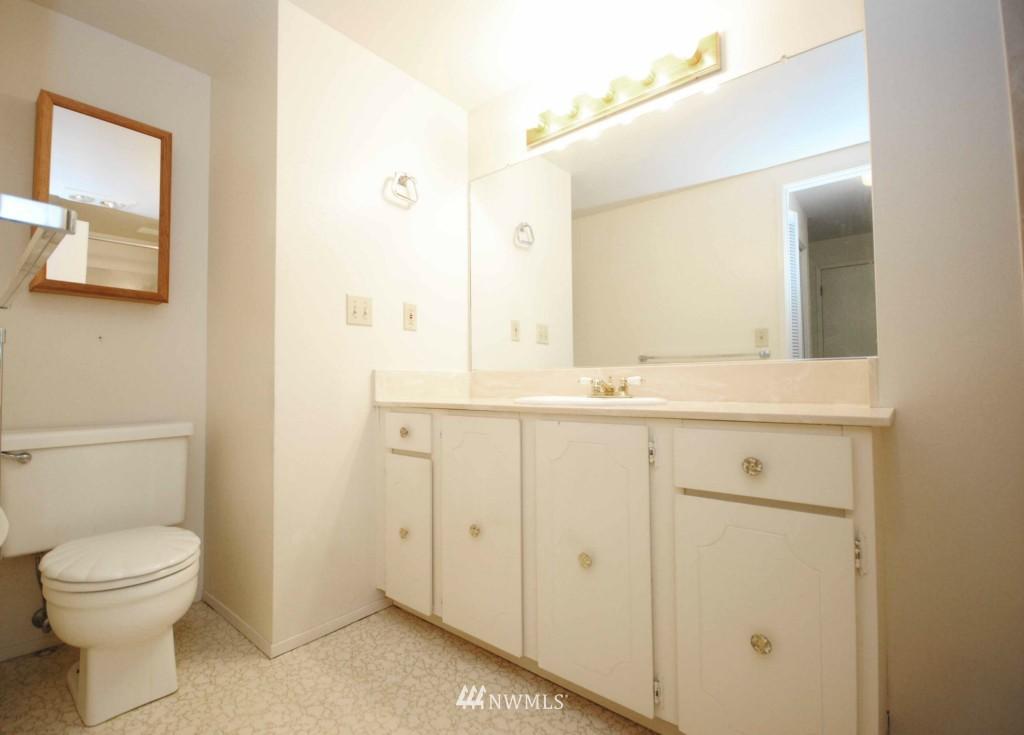 Sold Property | 17924 23rd Lane NE #G-201 Shoreline, WA 98155 5