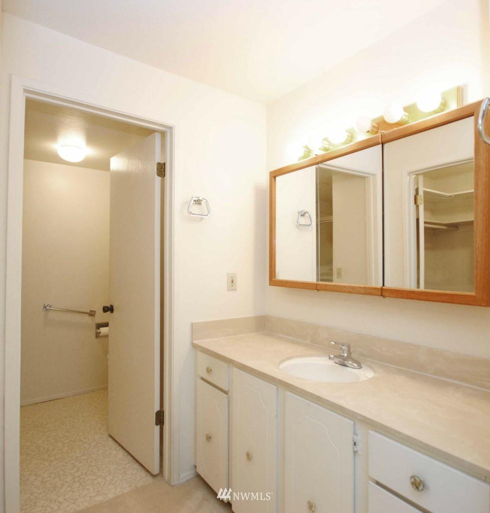 Sold Property | 17924 23rd Lane NE #G-201 Shoreline, WA 98155 8