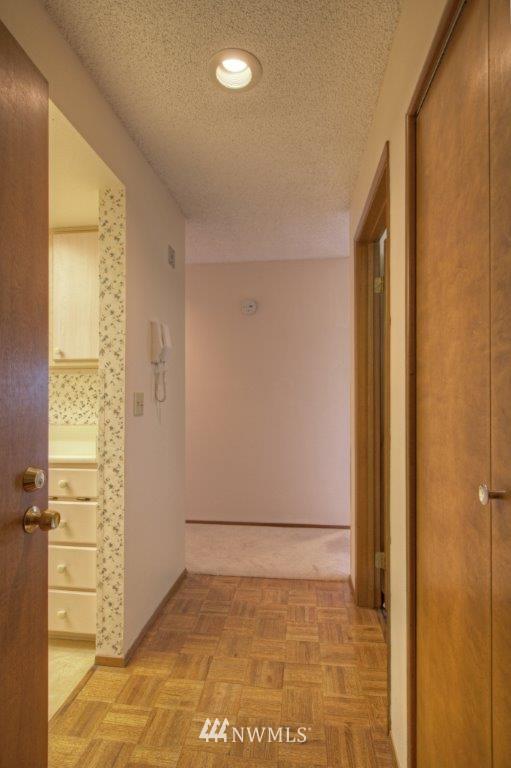 Sold Property | 3421 SW Roxbury Street #402 Seattle, WA 98126 2