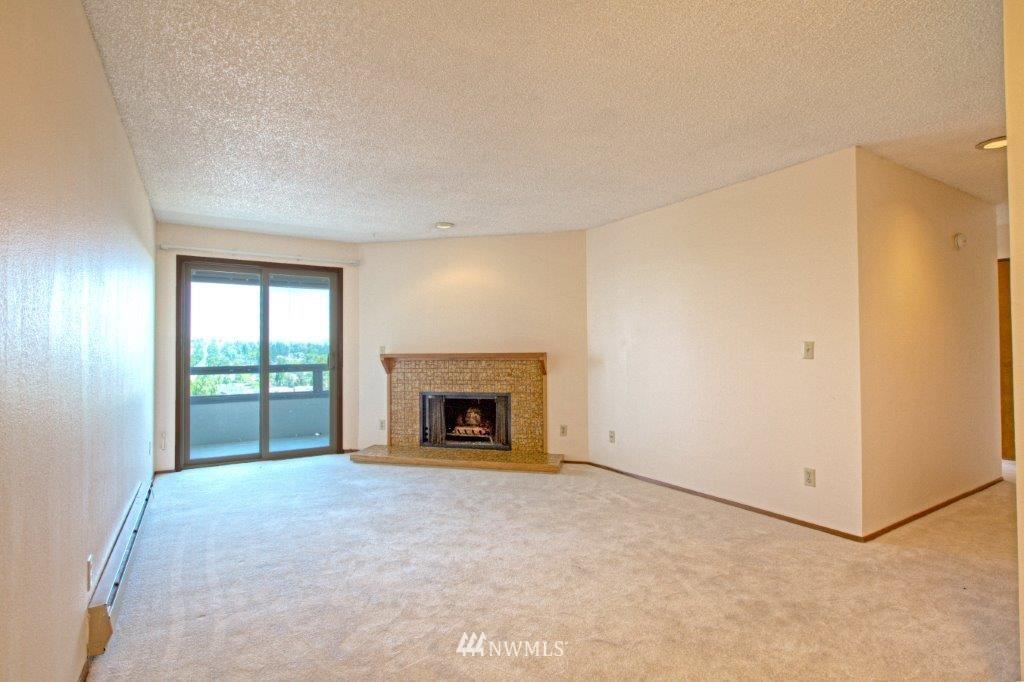 Sold Property | 3421 SW Roxbury Street #402 Seattle, WA 98126 3
