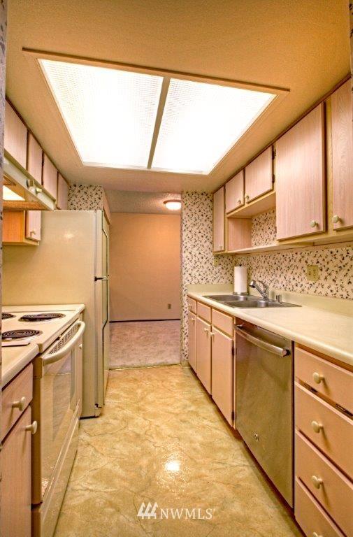 Sold Property | 3421 SW Roxbury Street #402 Seattle, WA 98126 4