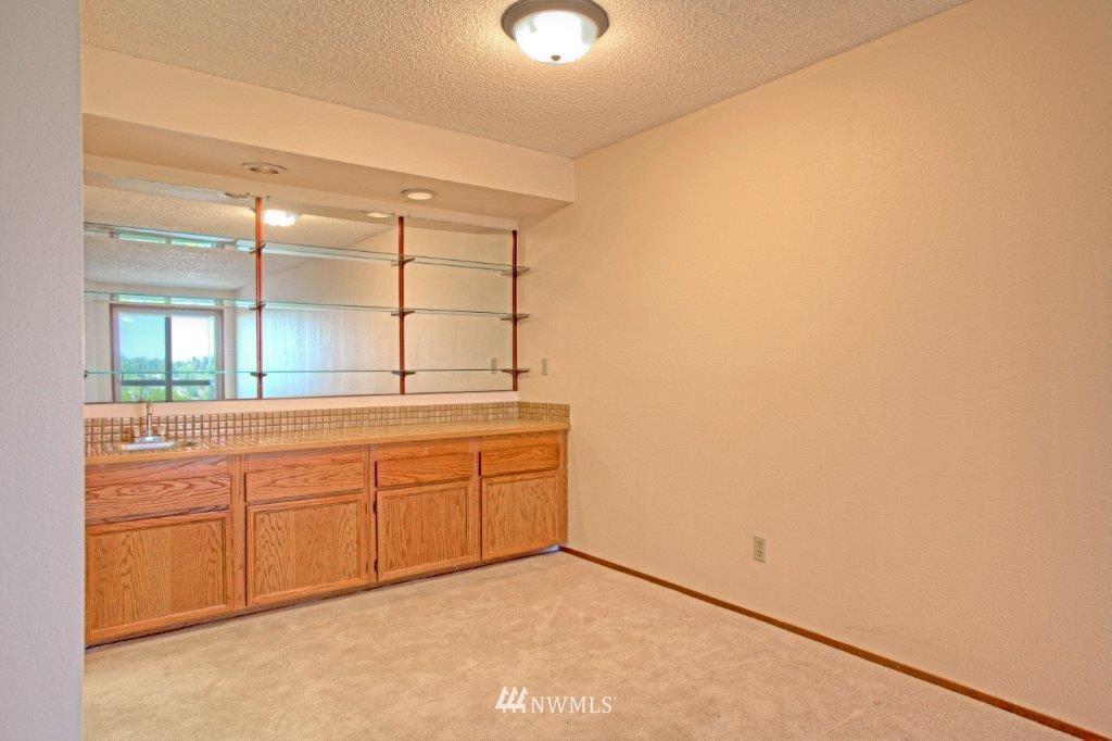 Sold Property | 3421 SW Roxbury Street #402 Seattle, WA 98126 5