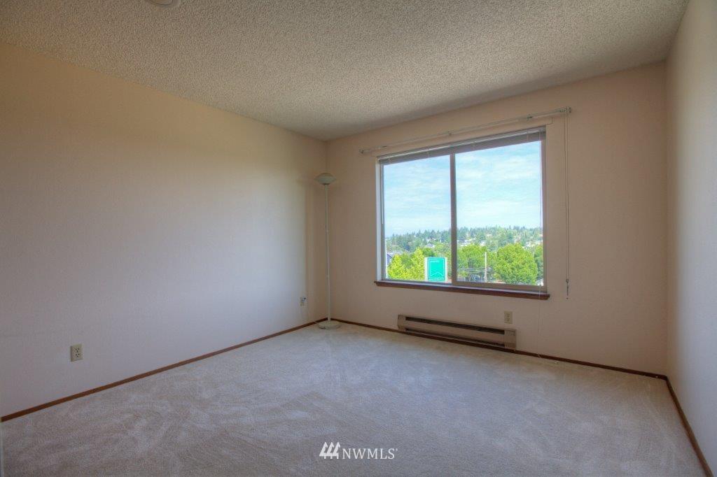 Sold Property | 3421 SW Roxbury Street #402 Seattle, WA 98126 6