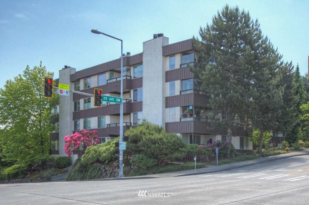 Sold Property | 3421 SW Roxbury Street #402 Seattle, WA 98126 10