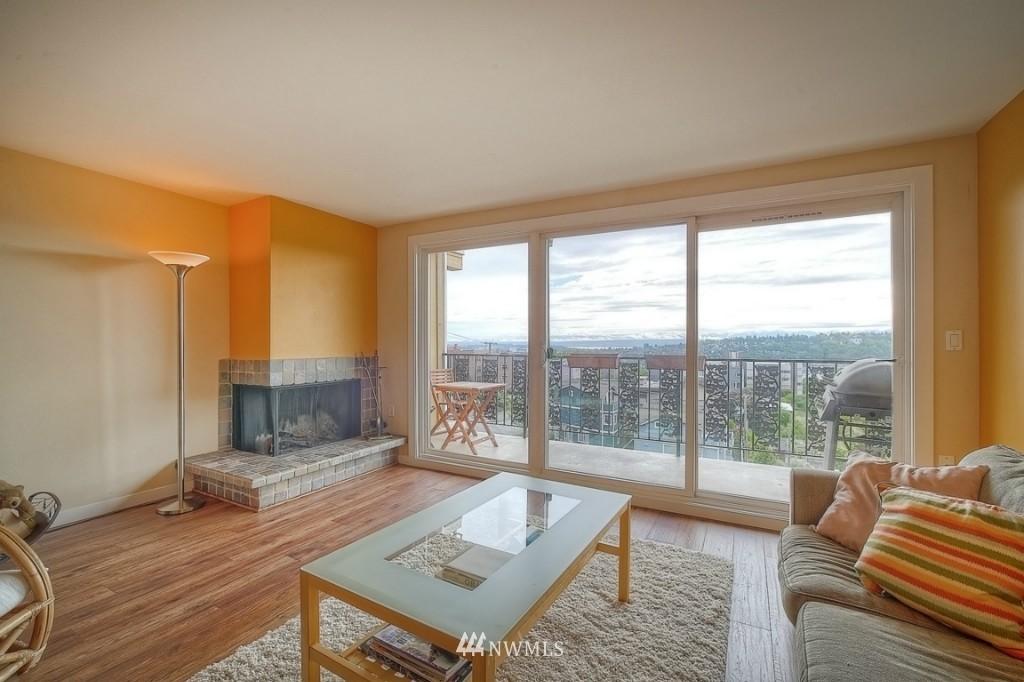 Sold Property | 1818 Bigelow Avenue N #303 Seattle, WA 98109 1