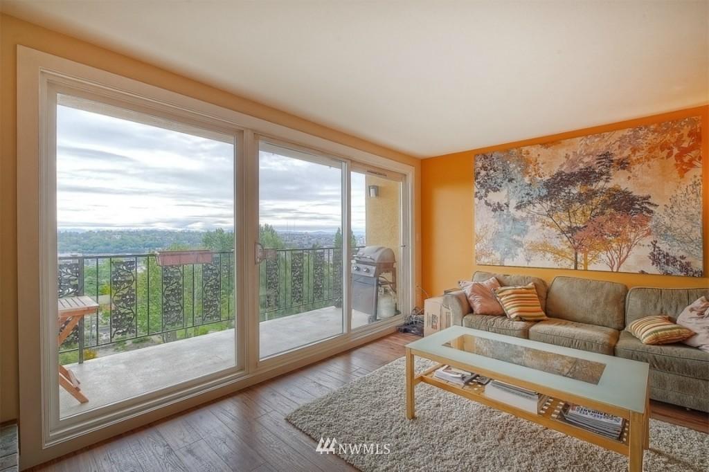 Sold Property | 1818 Bigelow Avenue N #303 Seattle, WA 98109 2