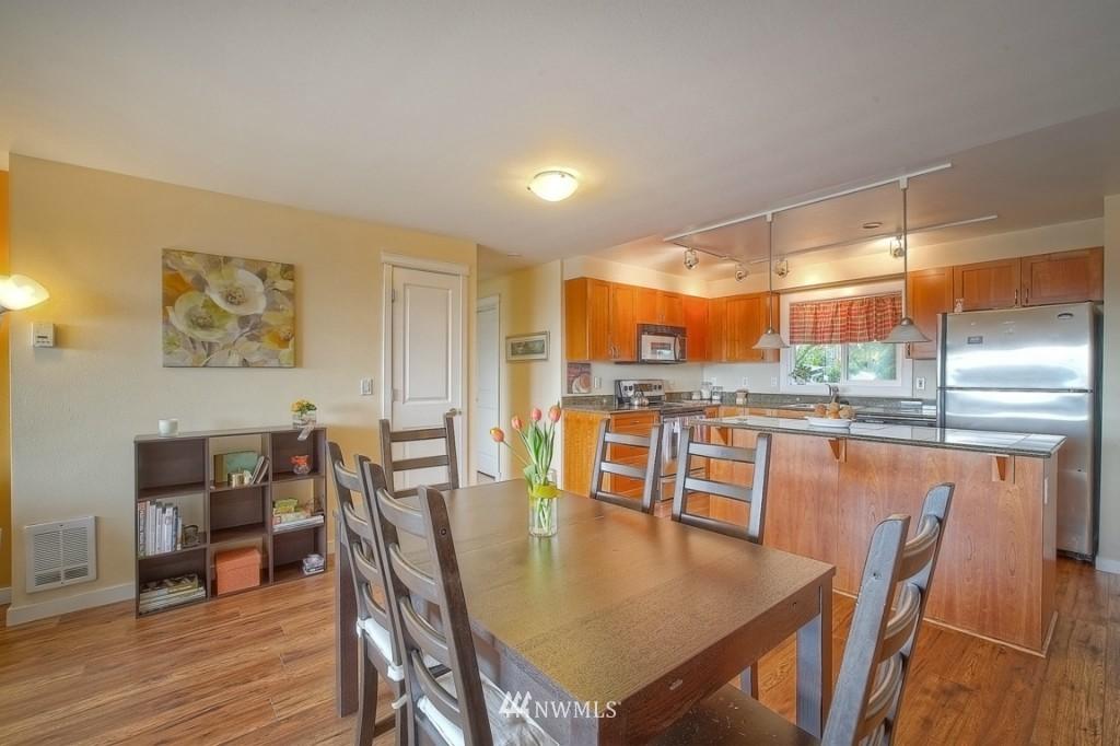 Sold Property | 1818 Bigelow Avenue N #303 Seattle, WA 98109 4