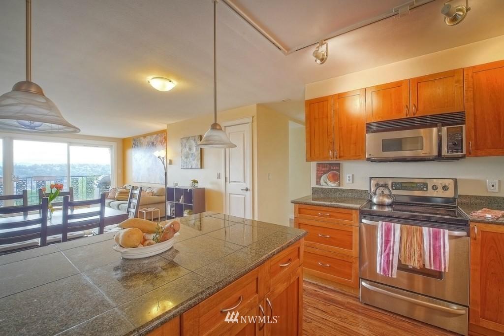Sold Property | 1818 Bigelow Avenue N #303 Seattle, WA 98109 5