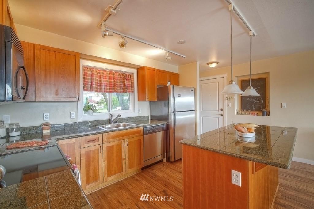 Sold Property | 1818 Bigelow Avenue N #303 Seattle, WA 98109 7