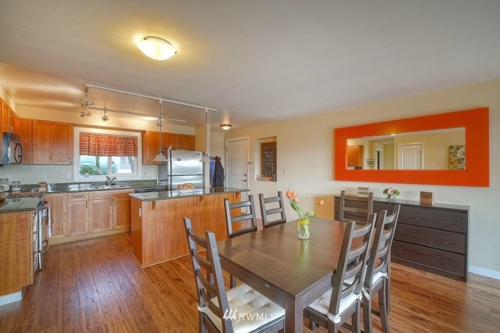 Sold Property | 1818 Bigelow Avenue N #303 Seattle, WA 98109 8