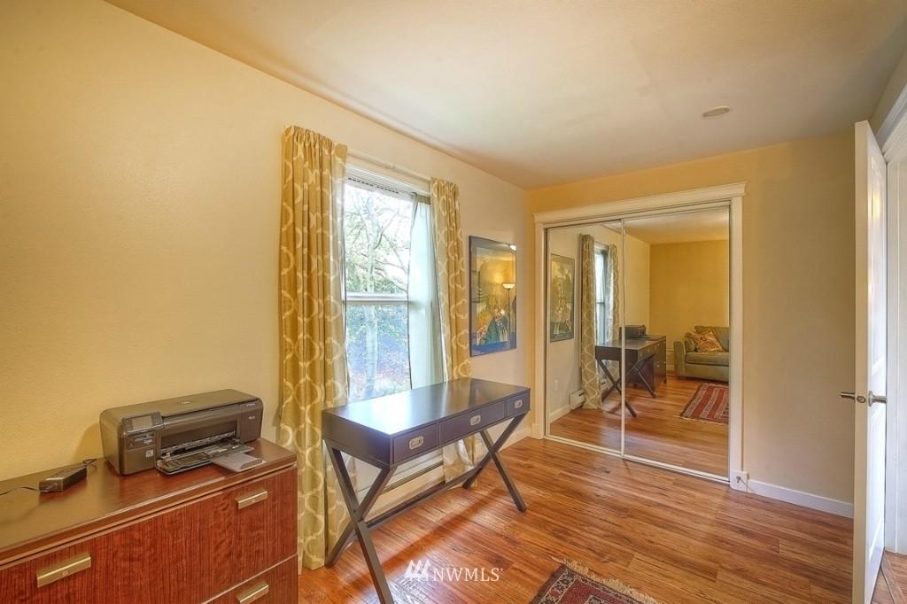 Sold Property | 1818 Bigelow Avenue N #303 Seattle, WA 98109 12