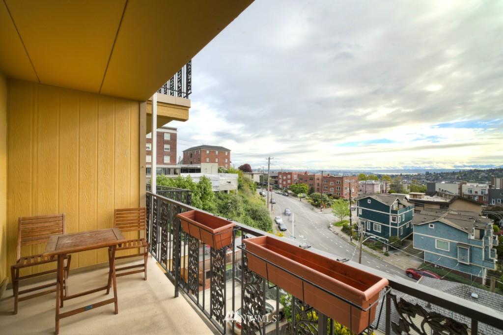 Sold Property | 1818 Bigelow Avenue N #303 Seattle, WA 98109 15