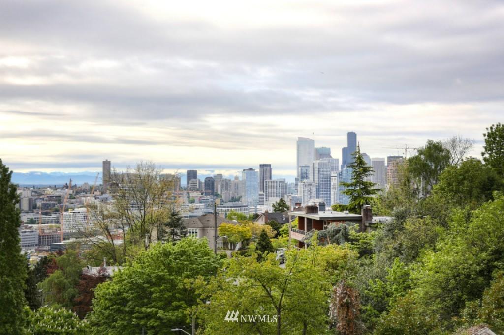 Sold Property | 1818 Bigelow Avenue N #303 Seattle, WA 98109 17