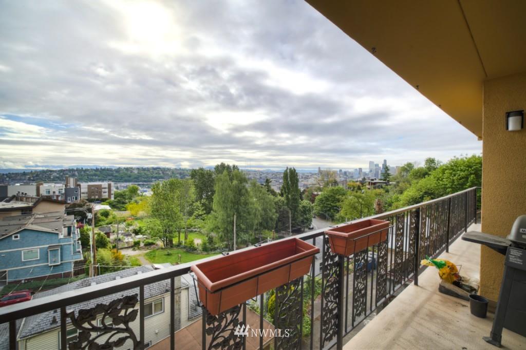 Sold Property | 1818 Bigelow Avenue N #303 Seattle, WA 98109 19