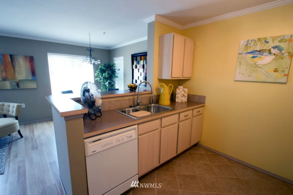 Sold Property | 600 N 85th Street #212 Seattle, WA 98103 6