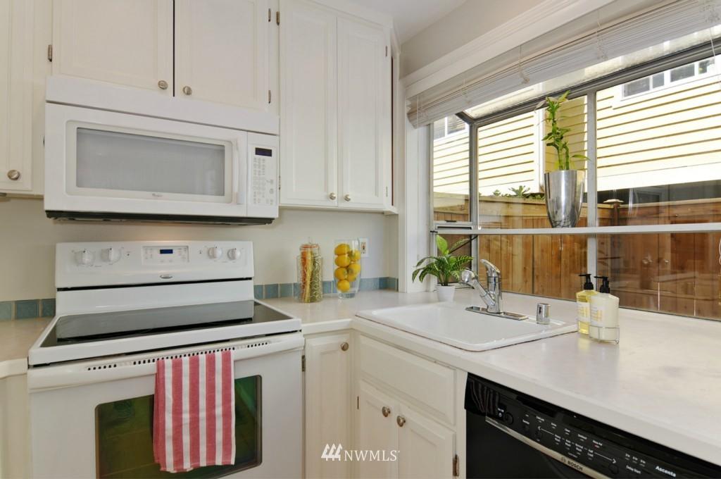 Sold Property   509 NE 65th Street #6337 Seattle, WA 98105 8