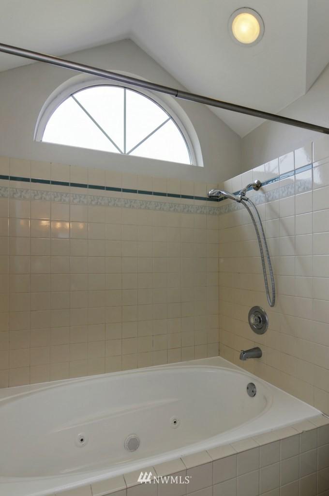 Sold Property   509 NE 65th Street #6337 Seattle, WA 98105 12