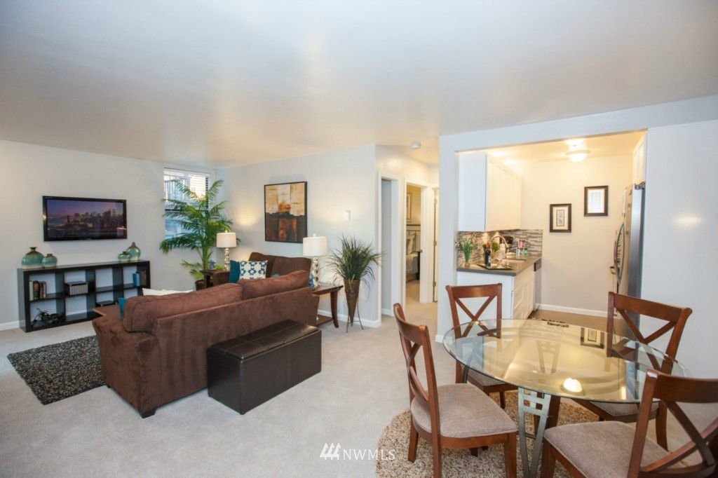Sold Property   730 Bellevue Avenue E #204 Seattle, WA 98102 4