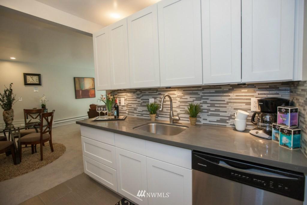 Sold Property   730 Bellevue Avenue E #204 Seattle, WA 98102 6
