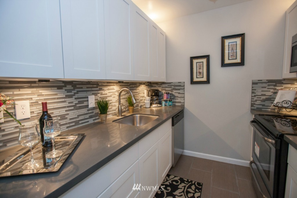 Sold Property   730 Bellevue Avenue E #204 Seattle, WA 98102 8