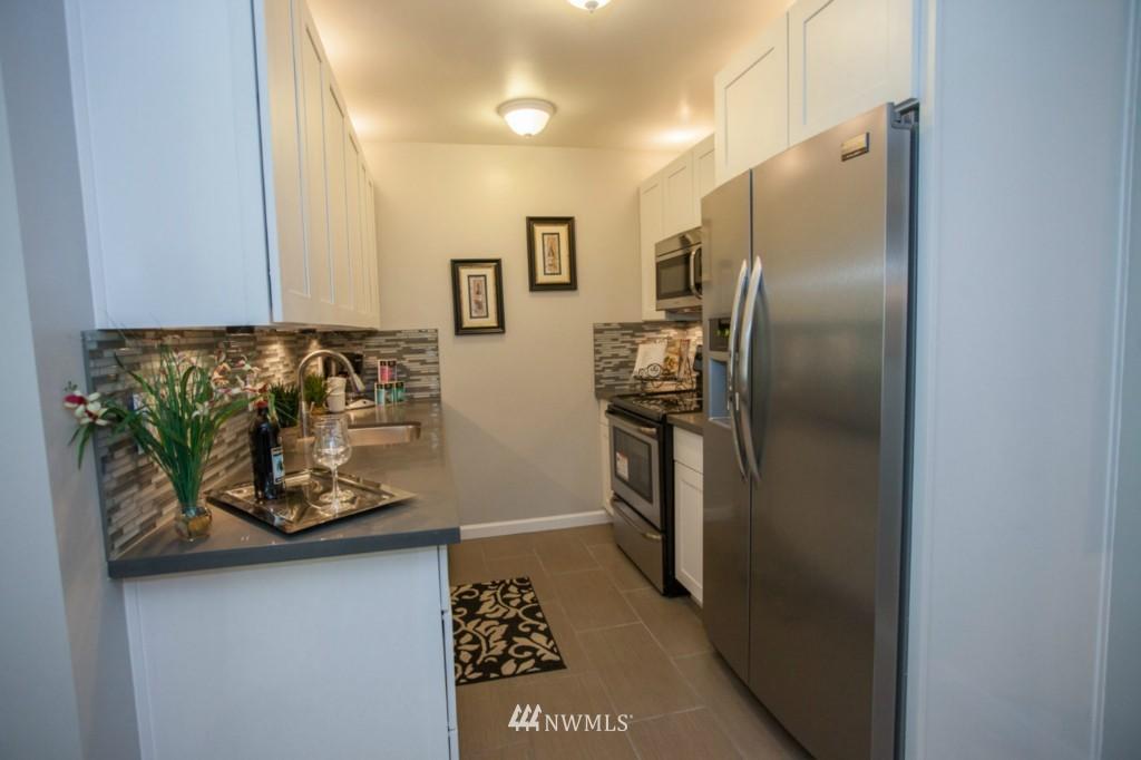 Sold Property   730 Bellevue Avenue E #204 Seattle, WA 98102 10