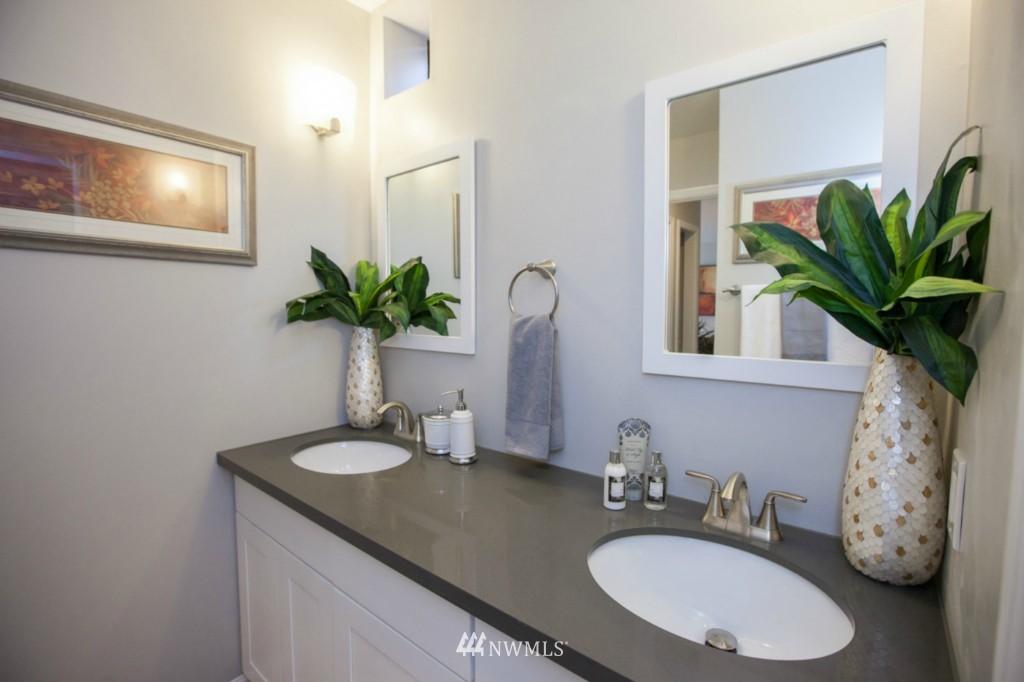 Sold Property   730 Bellevue Avenue E #204 Seattle, WA 98102 11