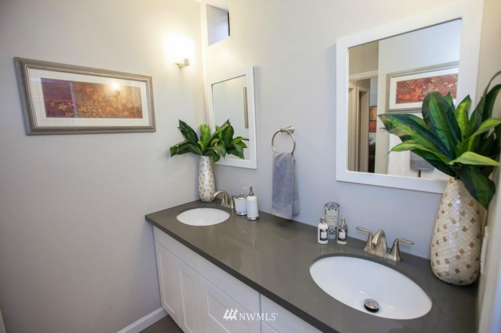 Sold Property   730 Bellevue Avenue E #204 Seattle, WA 98102 13