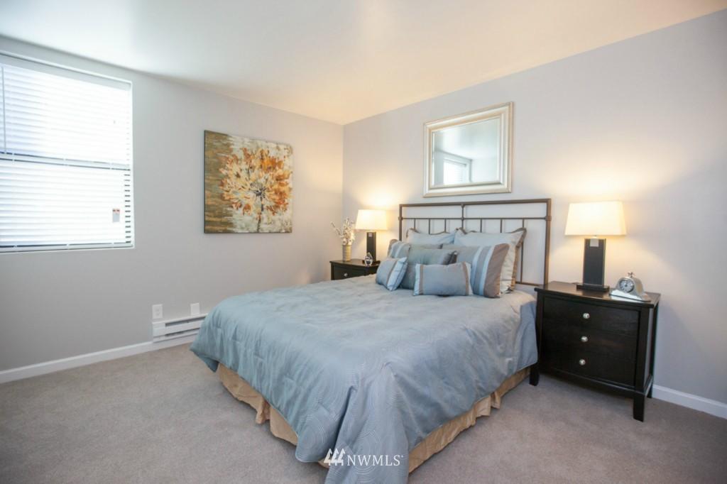 Sold Property   730 Bellevue Avenue E #204 Seattle, WA 98102 15