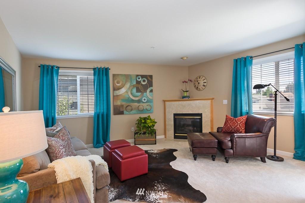 Sold Property | 7301 5th Avenue NE #301 Seattle, WA 98115 1