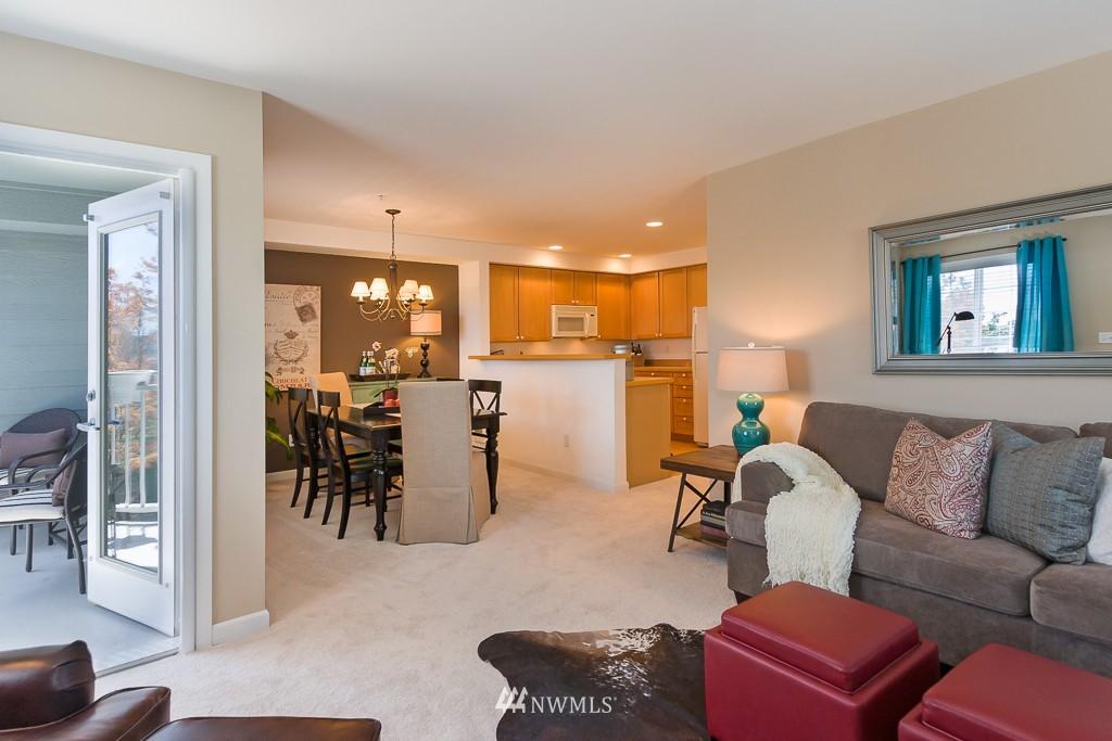Sold Property | 7301 5th Avenue NE #301 Seattle, WA 98115 2