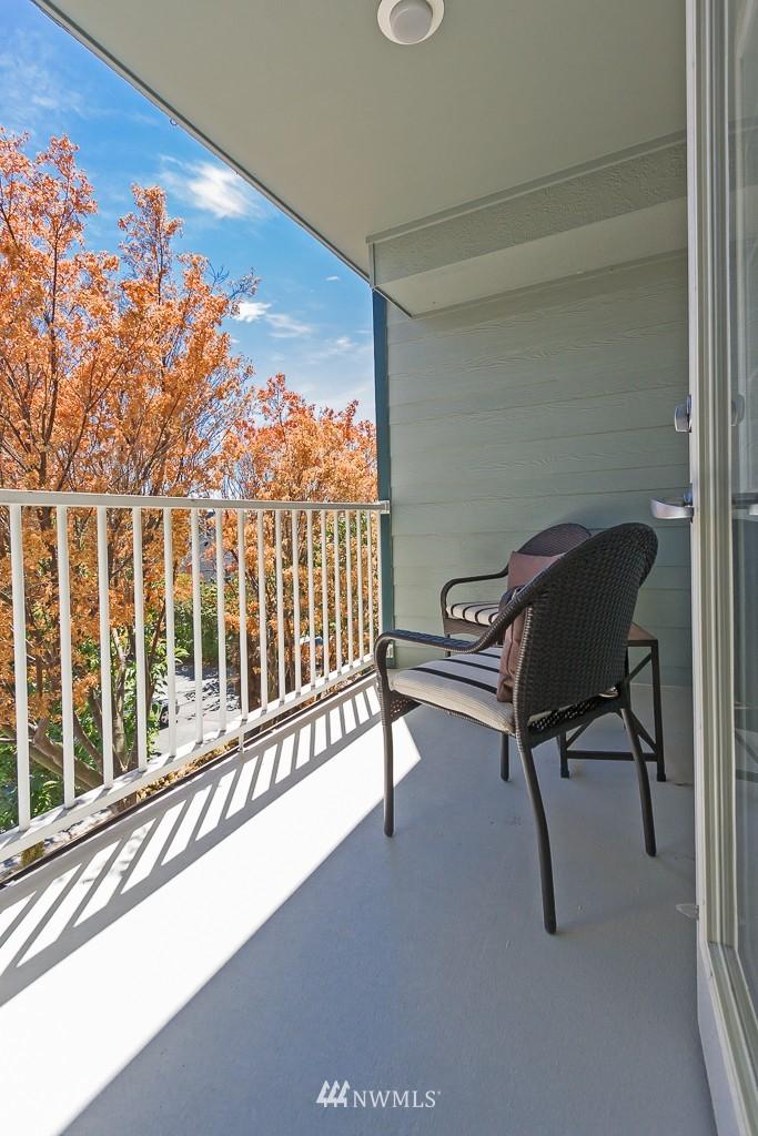 Sold Property | 7301 5th Avenue NE #301 Seattle, WA 98115 3