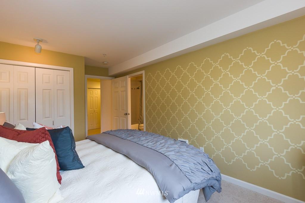Sold Property | 7301 5th Avenue NE #301 Seattle, WA 98115 8