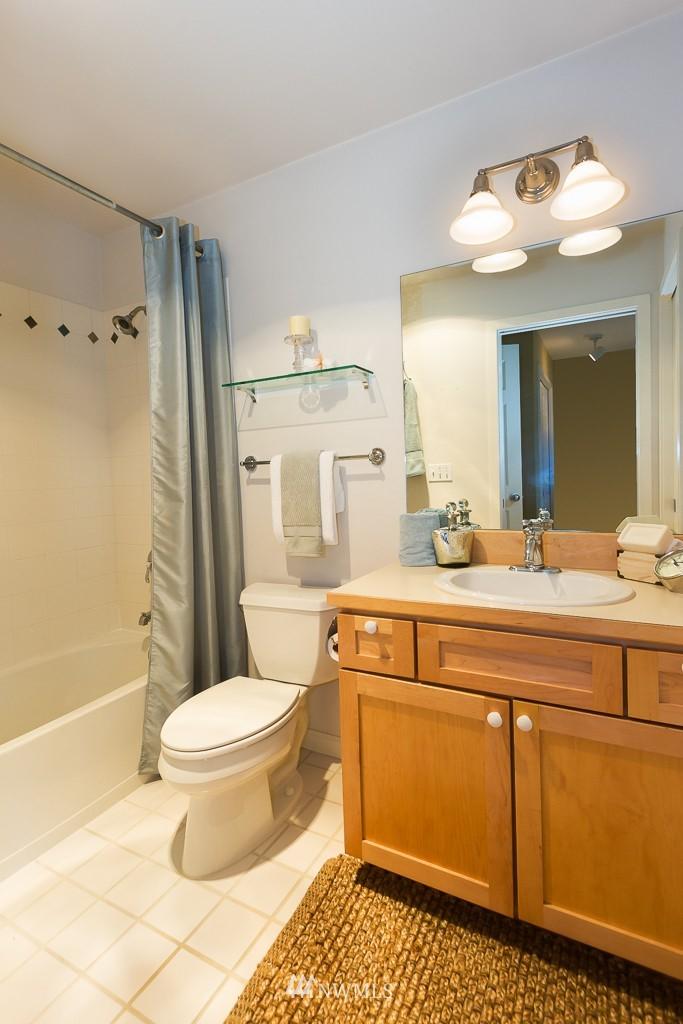 Sold Property | 7301 5th Avenue NE #301 Seattle, WA 98115 9