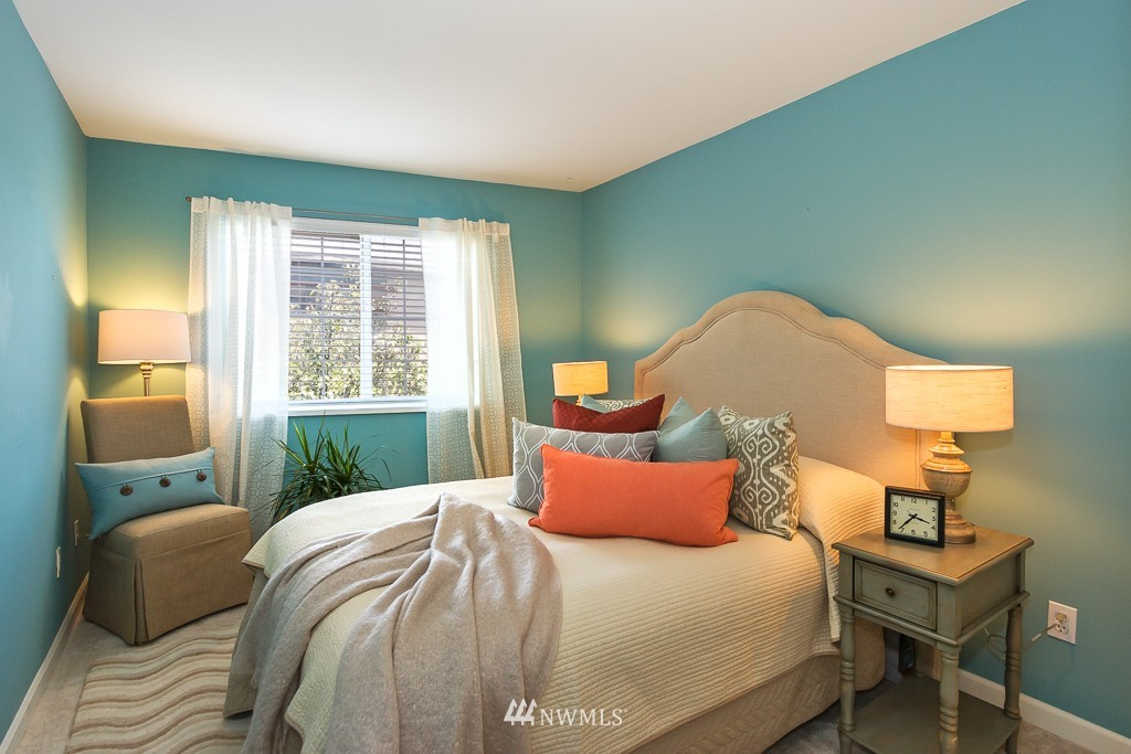 Sold Property | 7301 5th Avenue NE #301 Seattle, WA 98115 10