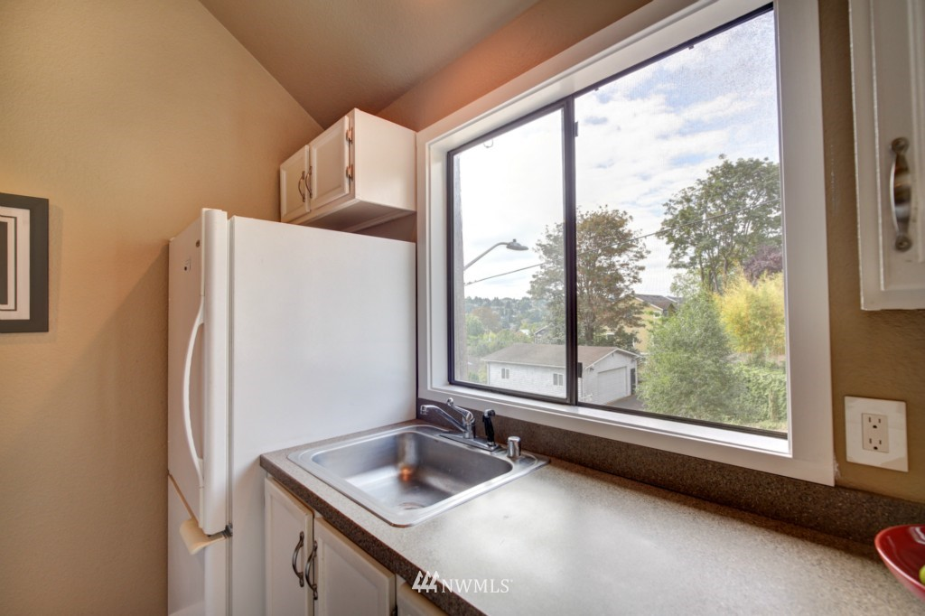 Sold Property | 202 25th Avenue E #D Seattle, WA 98112 7