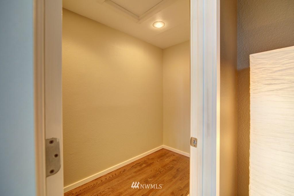 Sold Property | 202 25th Avenue E #D Seattle, WA 98112 12