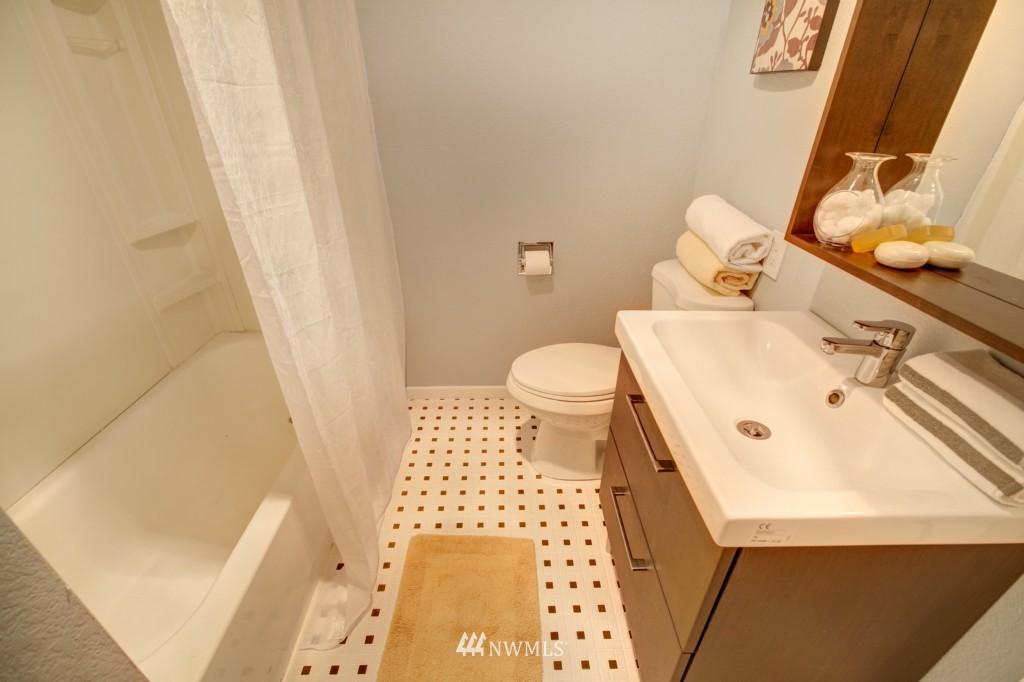 Sold Property | 202 25th Avenue E #D Seattle, WA 98112 17