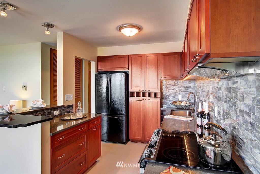 Sold Property | 500 W Olympic Place #402 Seattle, WA 98119 8