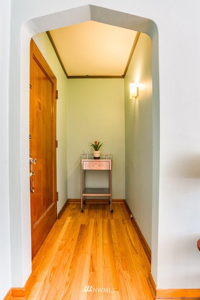 Sold Property | 1427 3rd Avenue W #9 Seattle, WA 98119 2