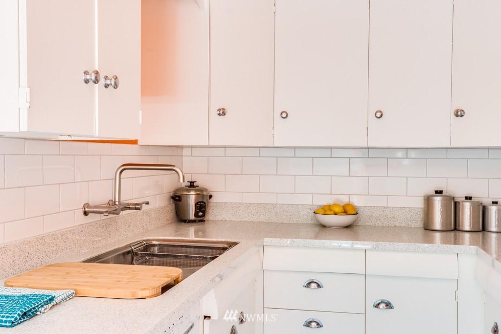 Sold Property | 1427 3rd Avenue W #9 Seattle, WA 98119 7