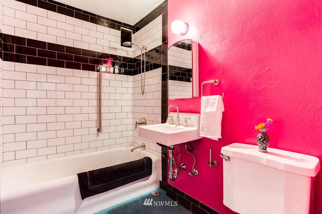 Sold Property | 1427 3rd Avenue W #9 Seattle, WA 98119 12
