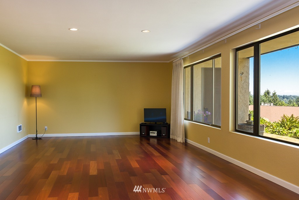 Sold Property | 1720 NE 179th Street #B-103 Shoreline, WA 98155 4